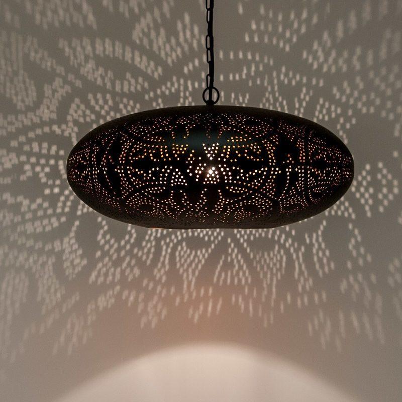 Oosters interieur met Oosterse filigrain hanglamp Ufo Marokkaanse verlichting meubelen Outlet Amsterdam
