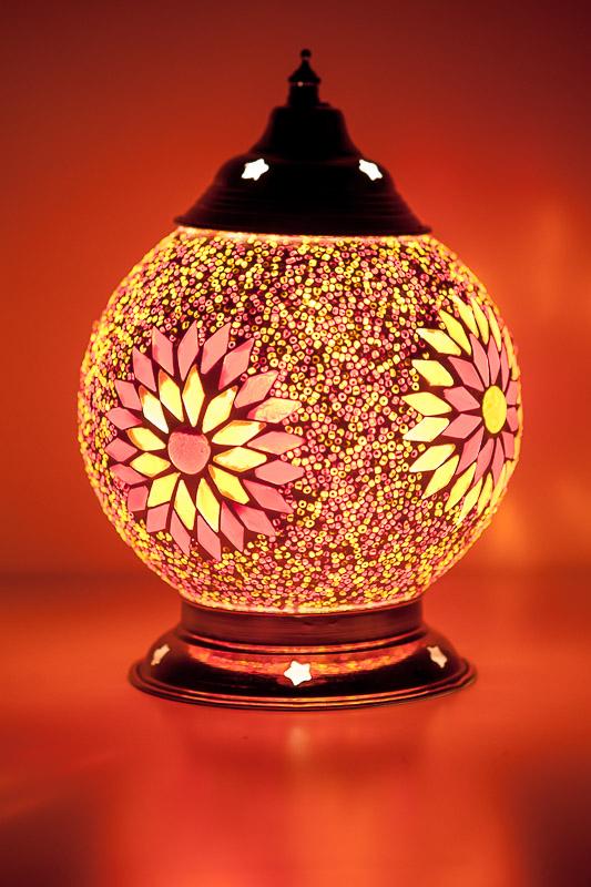 Oosterse tafellamp mozaïek rood/oranje met beads