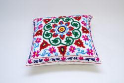 Oosters sierkussen   Embroidery   Kleurrijke Oosterse kussens   Marokkaanse kussens en poefen