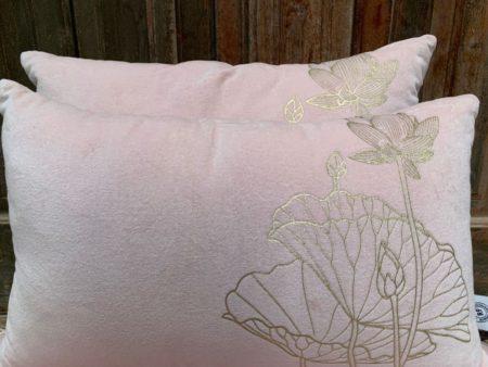 Oosters kussen | Pastel roze met Lotus goud | Oosterse kussens | Marokkaanse kussens | Oosters interieur | Arabische inrichting