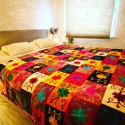 Oosterse Bed-end spread   Oosterse sprei   Beddensprei   Kleurrijke bedsprei   Handgemaakt   Zachte Velvet stof   Scherpe prijzen