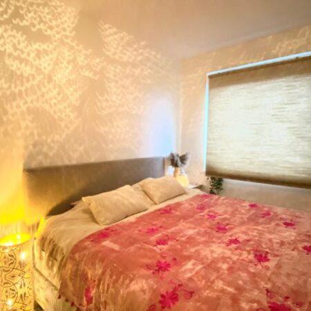 Oosterse bedsprei roze | Sundar | Oosterse beddenspreien | Oosters kussen | Kalini