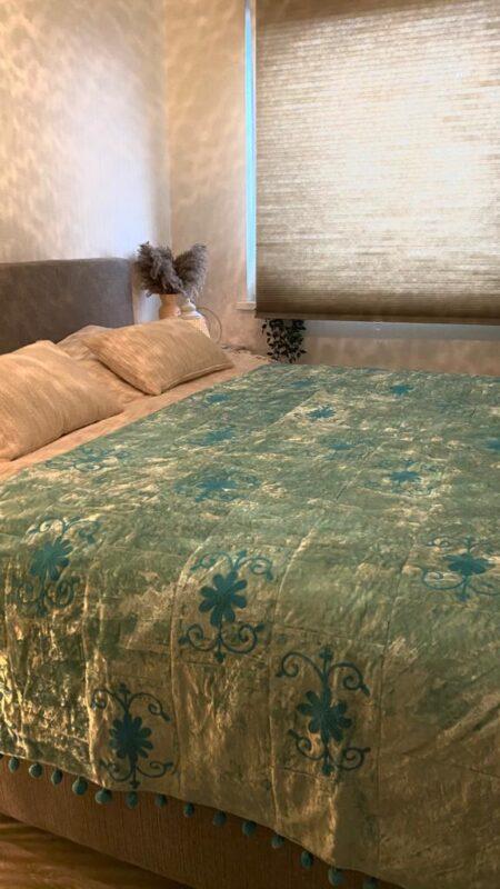 Oosterse beddensprei Sundar   blauw   Handgemaakt Oosterse beddenspreien   Velvet   Bed-End Spread   Kalini   Oosterse kussens poefen en prachtige Oosterse meubels
