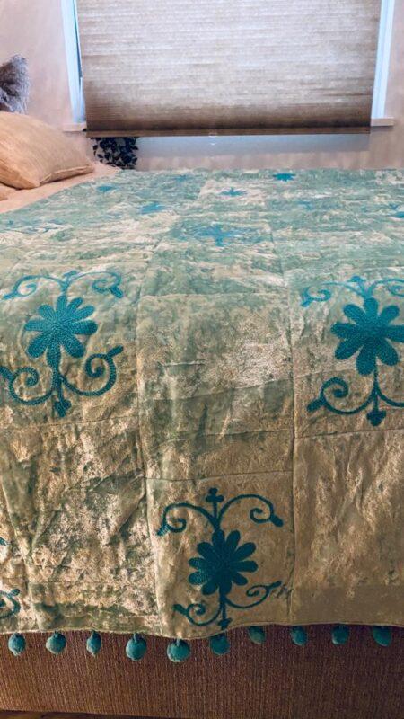 Oosterse bedsprei   Sundar   Blauw   Velvet   Arabische sprei   Oosterse spreien   Kussens   Poefen   Whitewash meubelen en meer bij Kalini met Super scherpe prijzen!