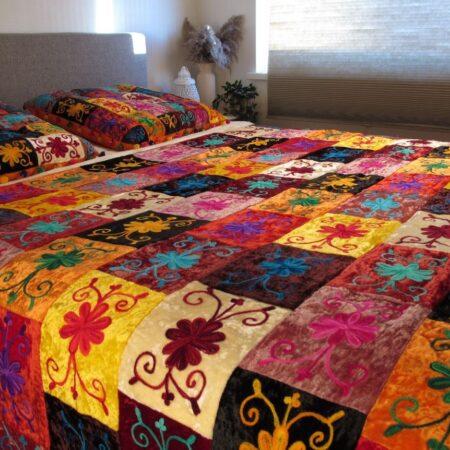Oosterse Bed-end spread | Oosterse sprei | Beddensprei | Kleurrijke bedsprei | Handgemaakt | Zachte Velvet stof | Scherpe prijzen